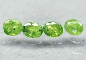 GD105 Lot 4 Pcs Natural Oval Red Spark green Andradite demantoid Garnet 1.03Tcw