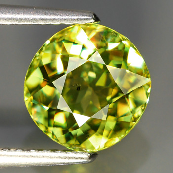 [SE002] VS Cushion 2.41Ct 8x7.5mm Yellowish Green SPHENE (Titanite), Madagascar