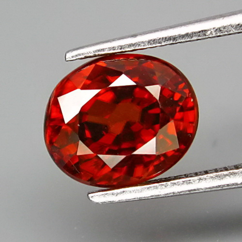 ZN017 Very Good Color Oval 7.7x6.5mm 2.43ct Natural Unheated Untreated Imperial Red Zircon Tanzania